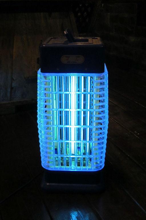 pi ge lumineux pour moustiques jardinier paresseux. Black Bedroom Furniture Sets. Home Design Ideas