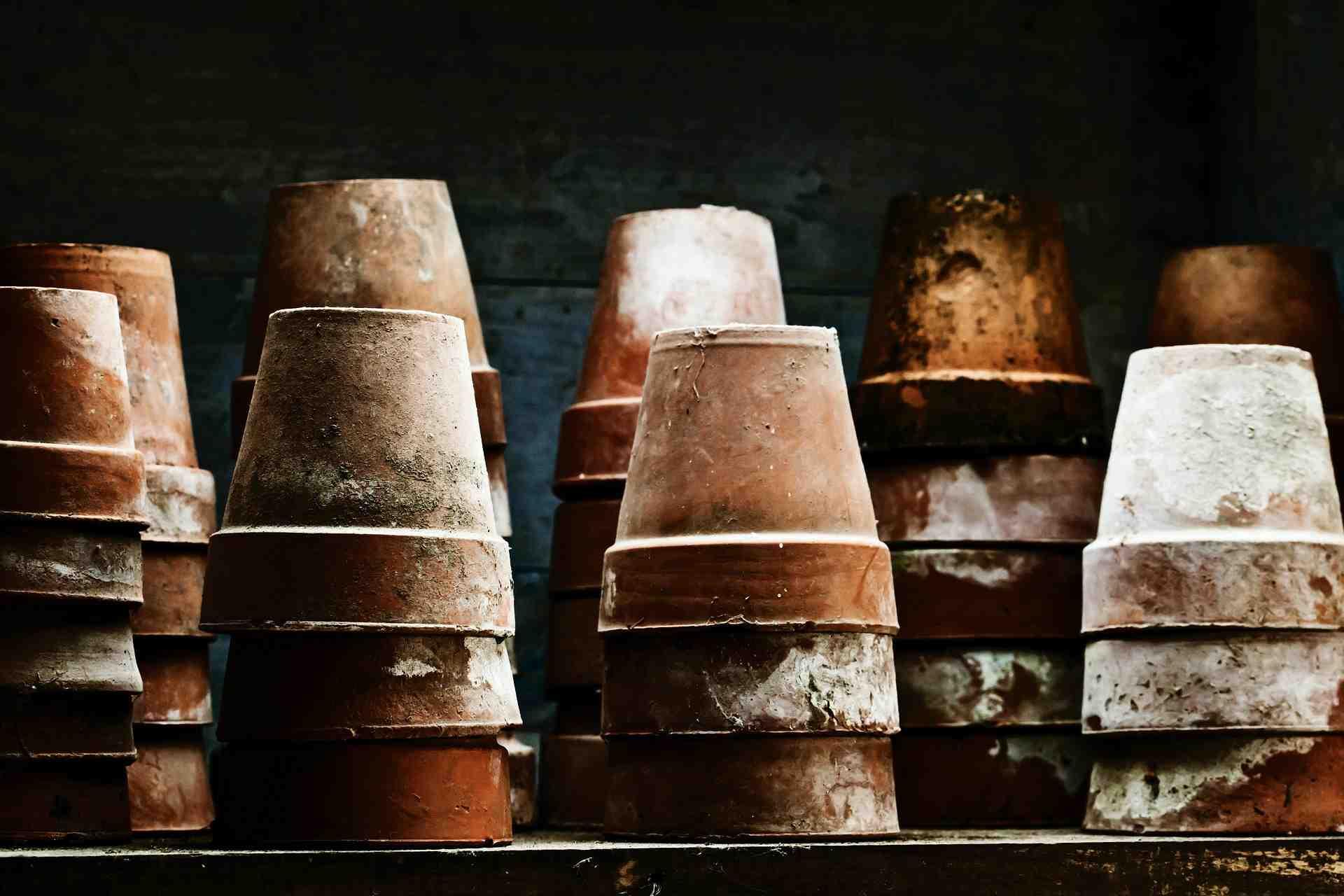 Nettoyez vos pots avec du vinaigre jardinier paresseux for Desherber avec du vinaigre