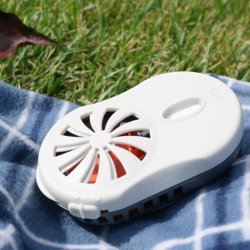 un outil pour jardiner sans moustiques jardinier paresseux. Black Bedroom Furniture Sets. Home Design Ideas