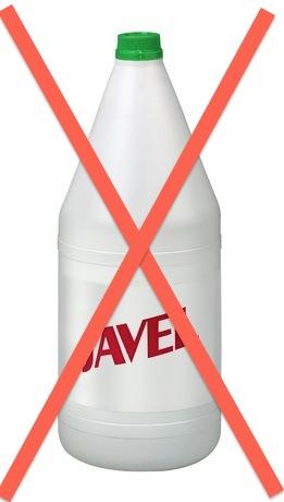 Bouteille d'eau de Javel avec un X superposé